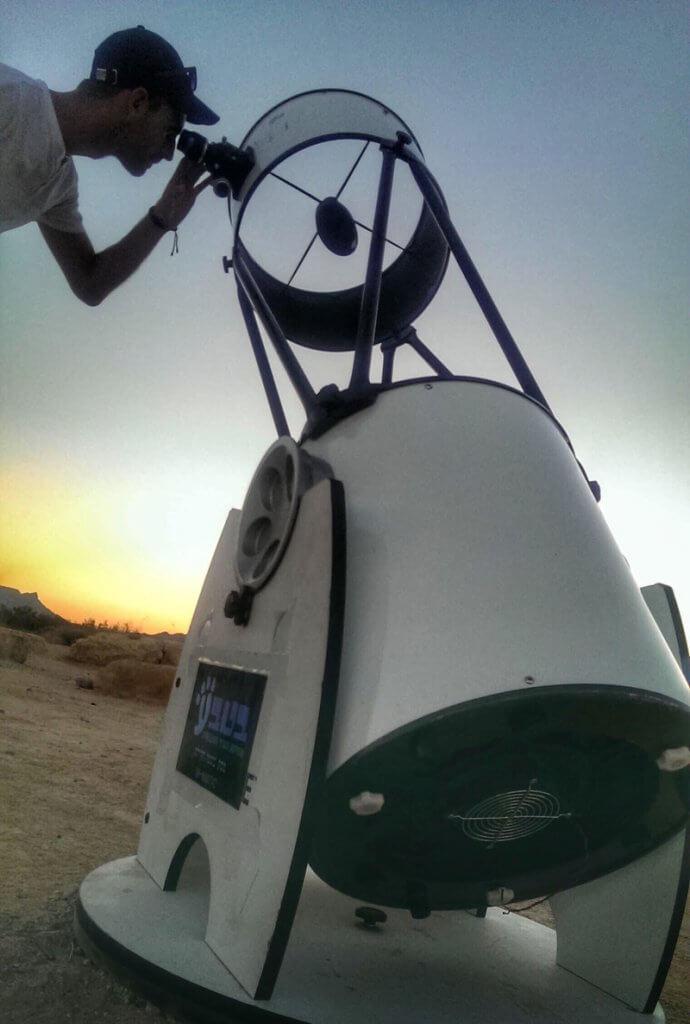 Ramon-Crater-stars-watching-2-690x1024