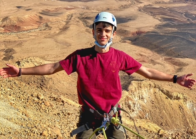 abseiling-ramon-crater