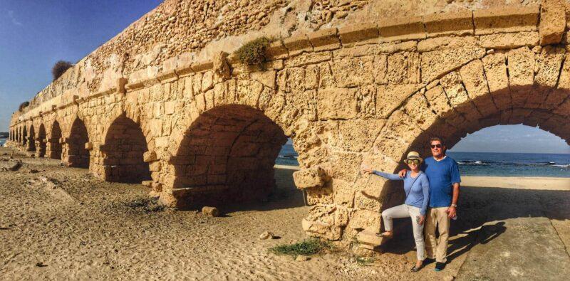 caesarea-aquaduct-tourists