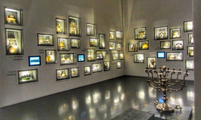 hanukiot-exhibit