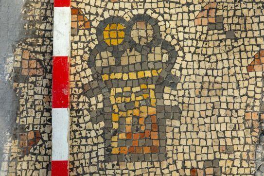 hippos-burnt-church-bread-and-basket-mosaic