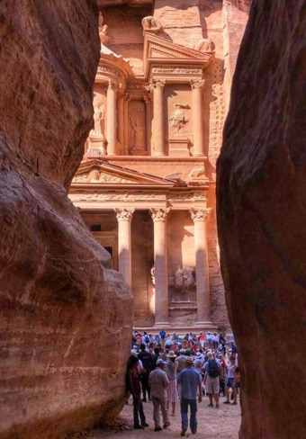 siq-and-treasury-petra-tour